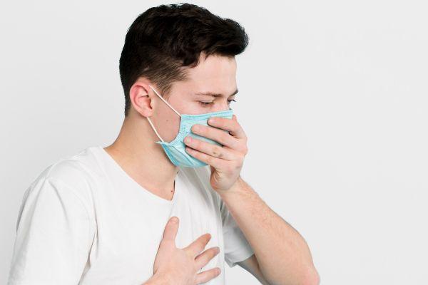 有呼吸道症狀、咳嗽、發燒37.5℃以上、感冒等症狀,一律暫停預約。